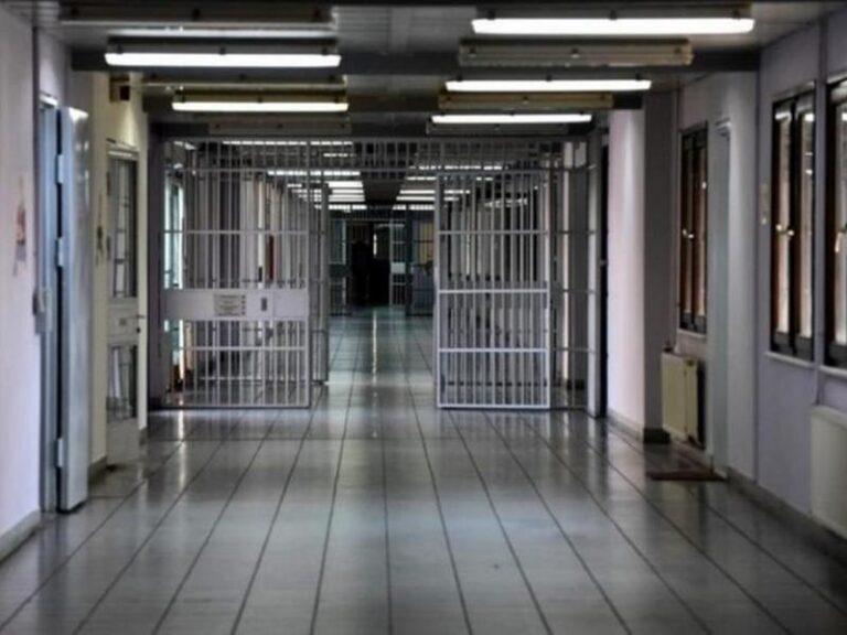 Αυτοσχέδια μαχαίρια, κινητά και χάπια βρέθηκαν στις φυλακές Χανίων και Νιγρίτας