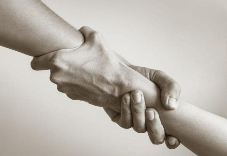 Ηράκλειο: Προσφέρουν βοήθεια στους συναδέλφους τους που πλήττονται – Συγκινητική κίνηση μαγείρων και ζαχαροπλαστών