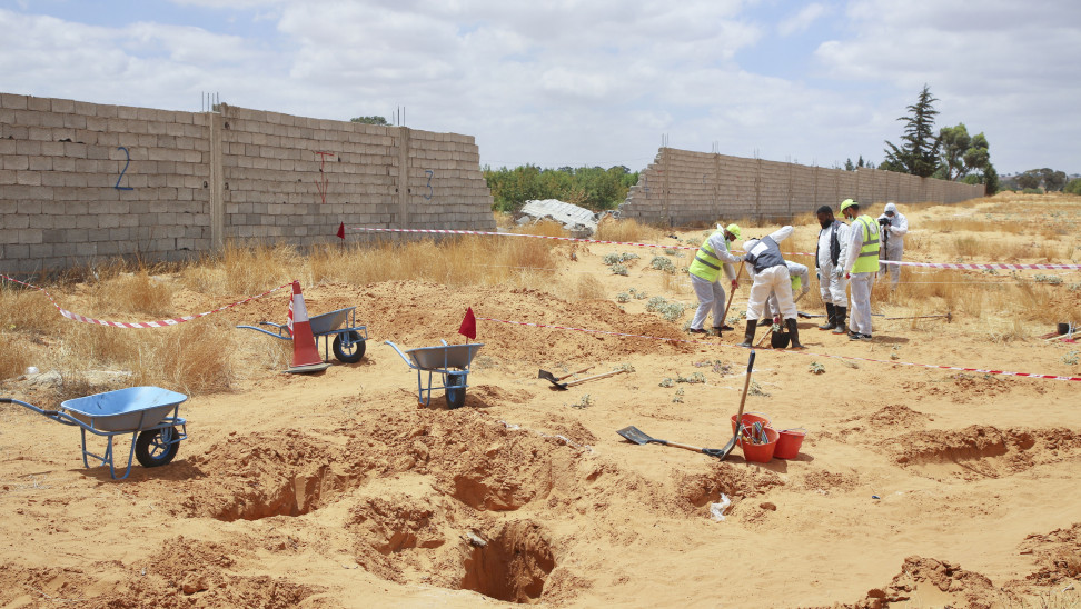 Λιβύη: Έντεκα πτώματα ανασύρθηκαν από ομαδικό τάφο στην Ταρχούνα