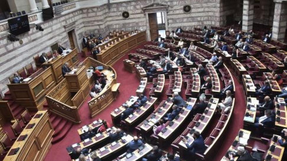 Βουλή: Μάσκα θα φορούν υπουργοί και βουλευτές σε όλες τις συνεδριάσεις
