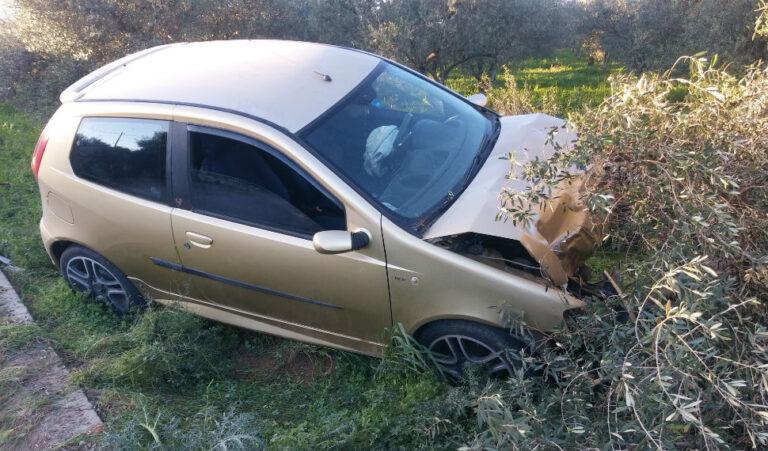 Κρήτη: Από το δρόμο στο …λιόφυτο το αυτοκίνητο – «Άγιο» είχε ο 28χρονος οδηγός