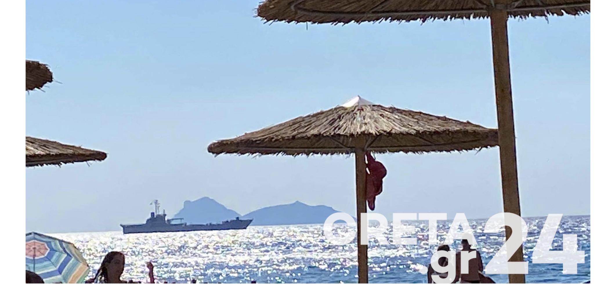 Κρήτη: Δύο πολεμικά πλοία…έβγαλαν τους λουόμενους από τη θάλασσα (εικόνες)