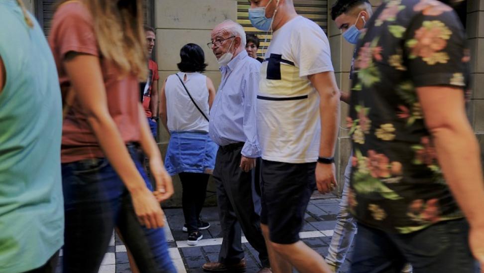 ΠΟΥ: Άτομα ηλικίας 20-40 ετών οι κύριοι μεταδότες του κορωνοϊού