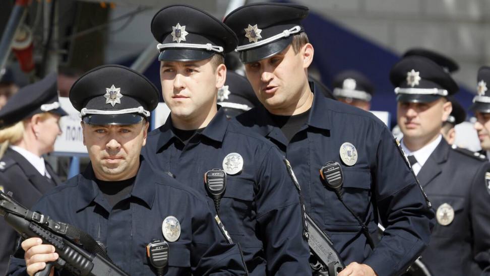 Συναγερμός στο Κίεβο: Άνδρας απειλεί να ανατινάξει τράπεζα