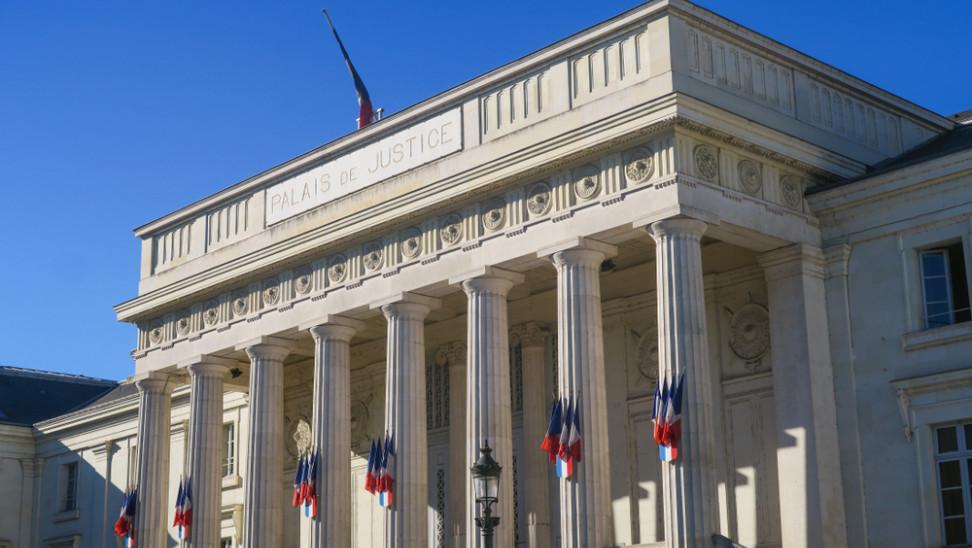 Γαλλία: Δικαστήριο δεν αναγνωρίζει διεμφυλική γυναίκα ως μητέρα της βιολογικής κόρης της