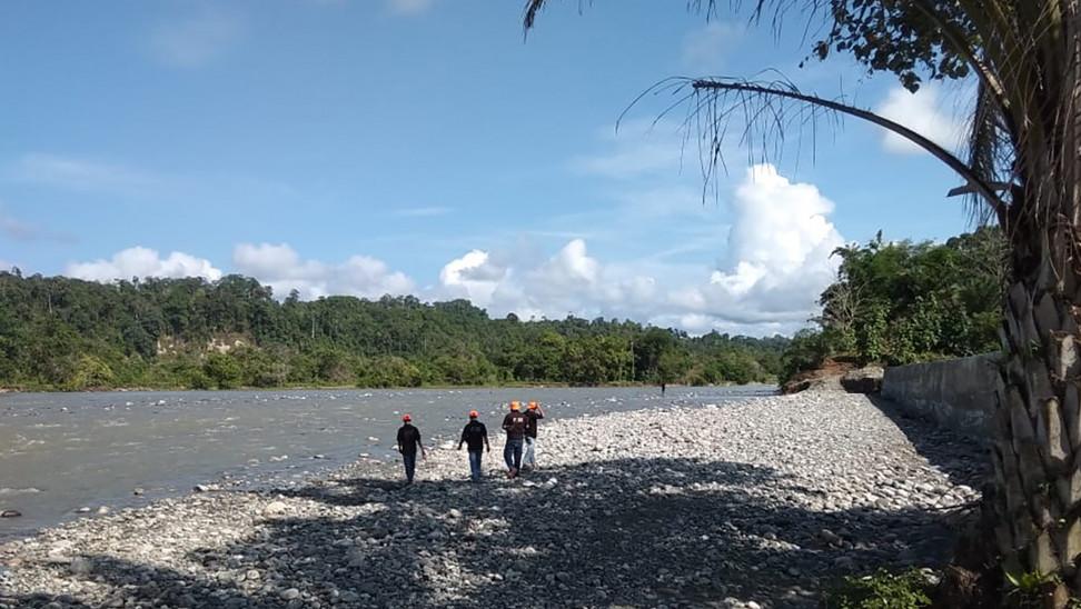 Κορωνοϊός- Ινδονησία: Κίνδυνος από τα ιατρικά απόβλητα που πλημμύρισαν τον ποταμό Σισαντάνε