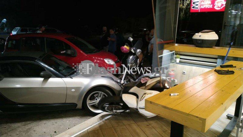 Κρήτη: «Εισέβαλε» με αυτοκίνητο σε κατάστημα για να χτυπήσει 23χρονο – Νωρίτερα του είχε επιτεθεί με λοστό (εικόνες)