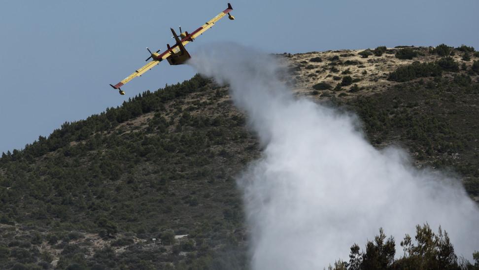 Μεγάλη φωτιά στον Κόρφο Κορινθίας - Εκκένωση οικισμών - Ενισχύθηκαν οι δυνάμεις