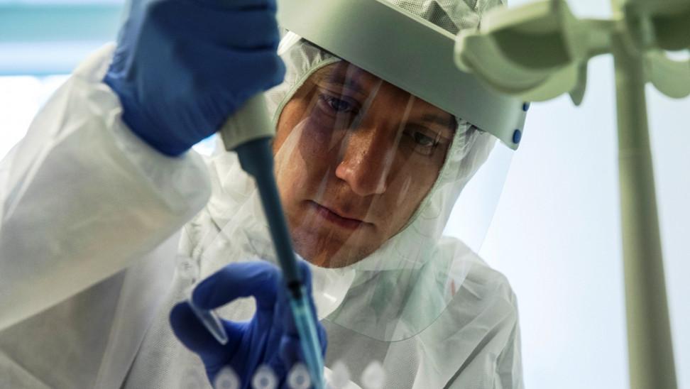 Sputnik-V: Αδυναμία, μυϊκοί πόνοι, πυρετός για το 14% όσων εμβολιάσθηκαν