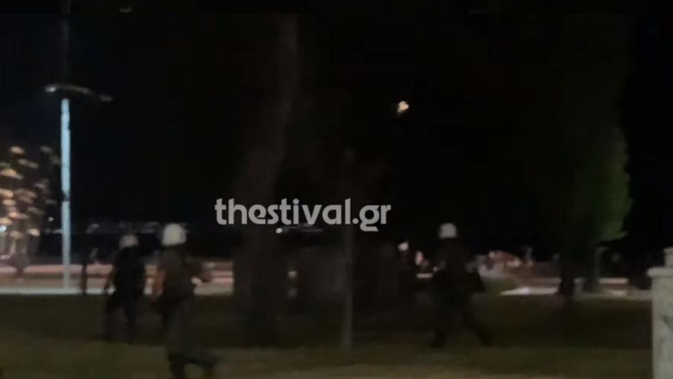 Θεσσαλονίκη: Δύο τραυματίες σε συμπλοκή μεταξύ αστυνομικών και αντιεξουσιαστών (video)