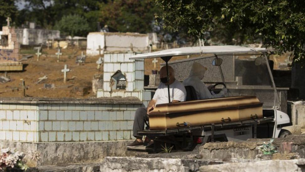 Βραζιλία: Πάνω από 121.000 νεκροί και 3,9 εκατομμύρια κρούσματα κορωνοϊού