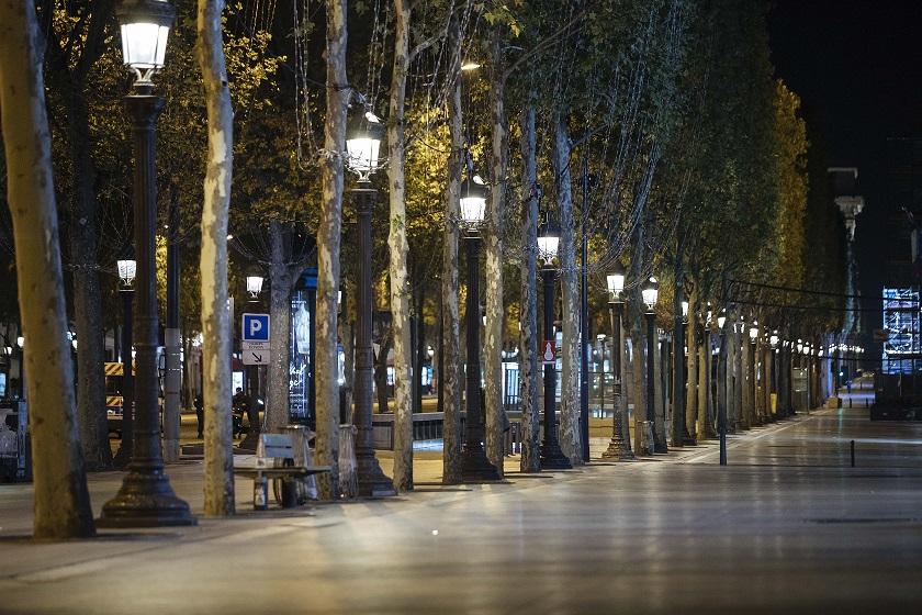 Γαλλία: Έρημοι δρόμοι στο Παρίσι εξαιτίας της απαγόρευσης κυκλοφορίας λόγω κορωνοϊού (pics)
