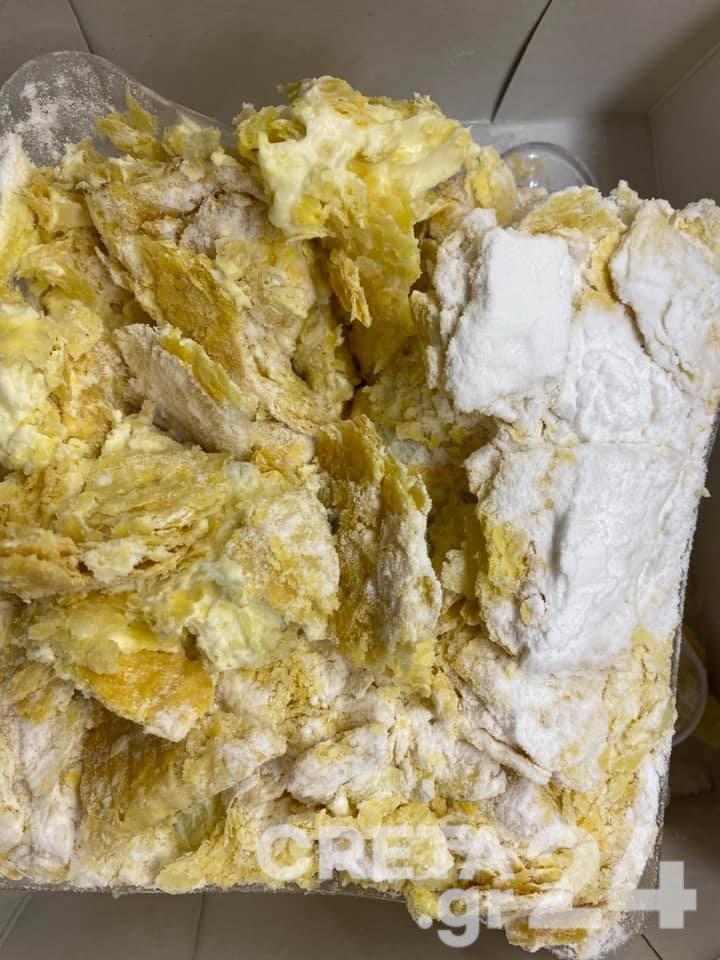 Ηράκλειο: Αγόρασε μουχλιασμένο μιλφέιγ από γνωστή αλυσίδα αρτοζαχαροπλαστείων (εικόνες)