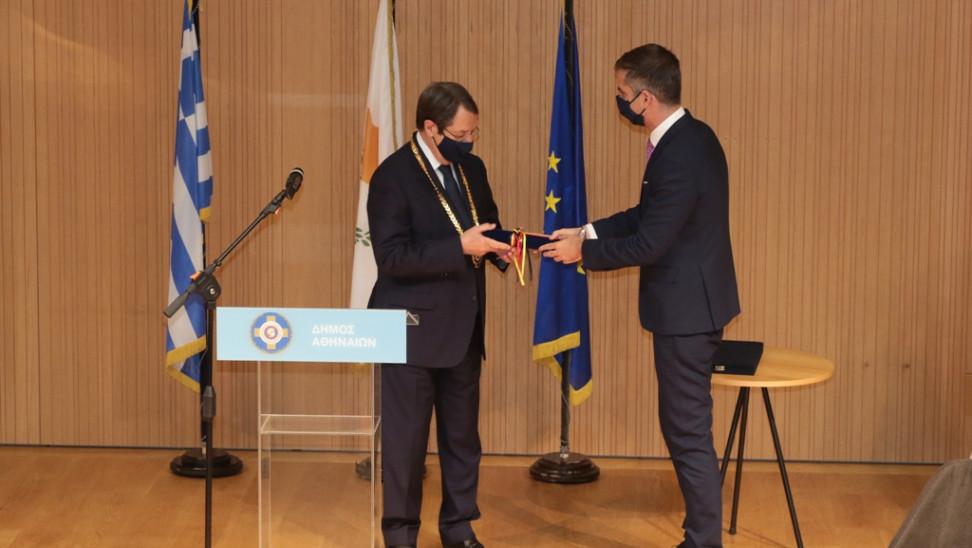 Στον πρόεδρο Αναστασιάδη το Χρυσό Μετάλλιο Αξίας του δήμου Αθηναίων