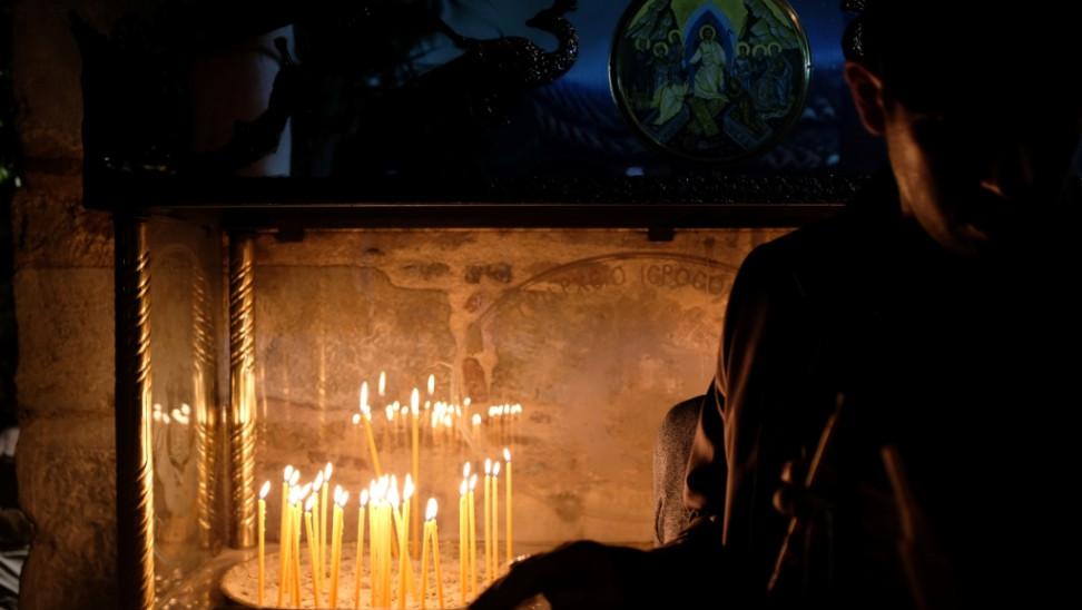 Κορωνοϊός-Χαλκιδική: Πρόστιμα και ξύλο σε εκκλησία - Λειτουργούσε με πιστούς παρά το lockdown
