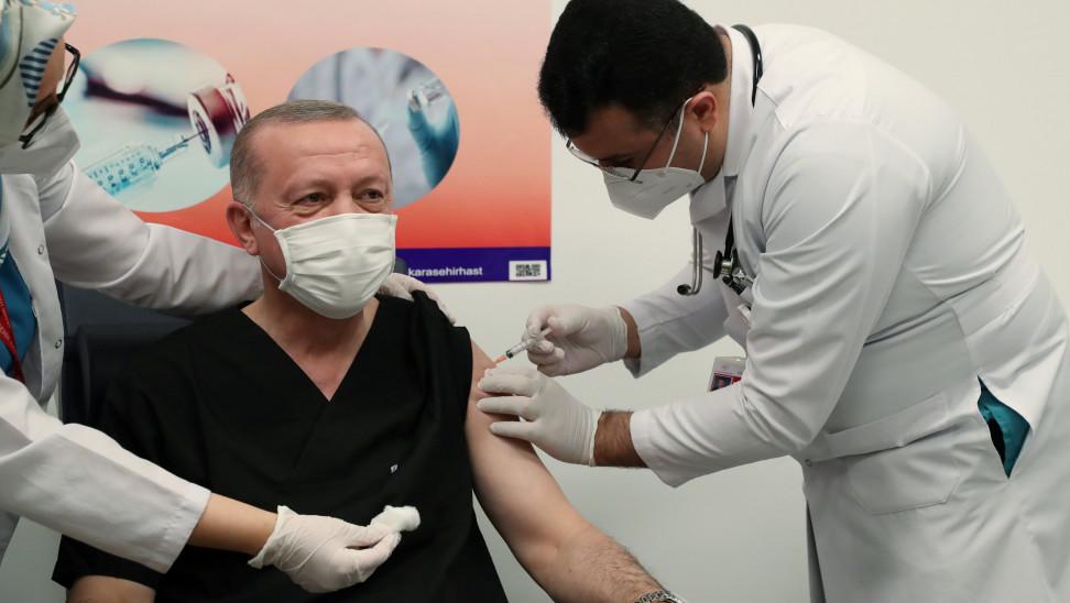 Κορωνοϊός - Τουρκία: Εμβολιάστηκε ο Ταγίπ Ερντογάν (φωτό)