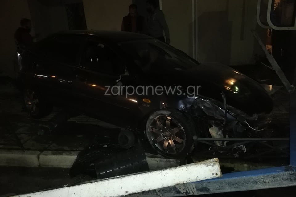 Κρήτη: Αυτοκίνητο διέσχισε 20 μέτρα… πάνω στο πεζοδρόμιο