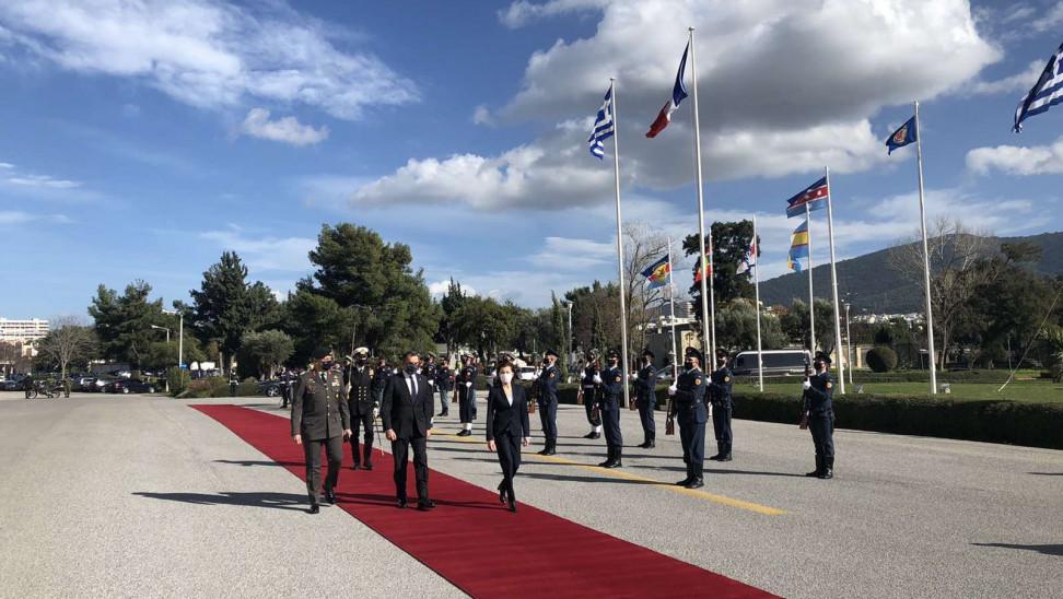 Στο Πεντάγωνο η Γαλλίδα υπουργός Άμυνας για την υπογραφή προμήθειας των μαχητικών Rafale