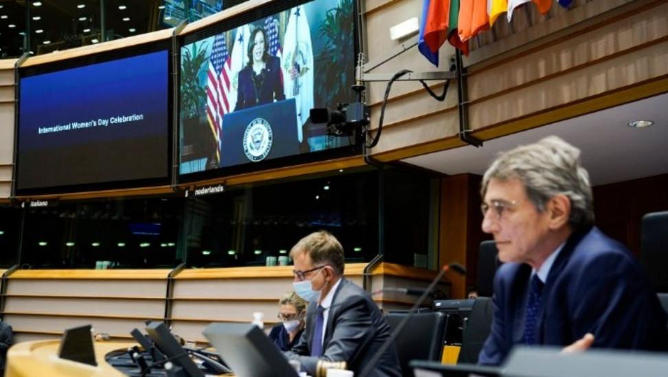 Ευρωκοινοβούλιο: Φόρος τιμής στις γυναίκες στην πρώτη γραμμή της πανδημίας