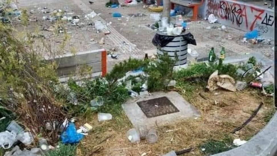Καθάρισε και απολύμανε ο δήμος Αθηναίων την πλατεία Βαρνάβα